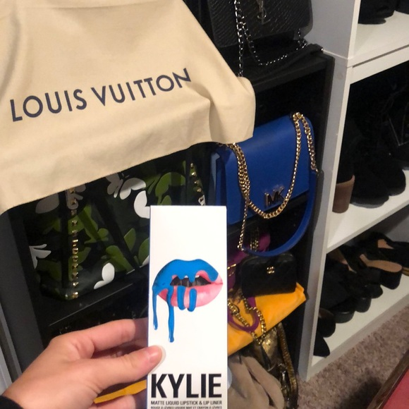 NEW | Kylie Jenner lip kit SKYLIE